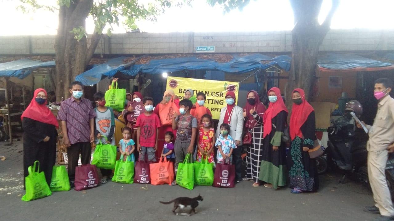 pembagian sembako dari PT Smelting bagi keluarga anak jalanan terminal Gub Suryo